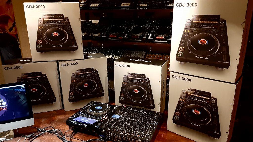 Pioneer DJ CDJ 3000 academia